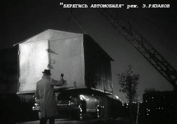 Машину забирают эвакуатором ночью