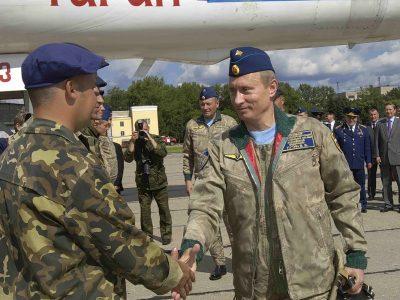 Президент поздравляет летчиков