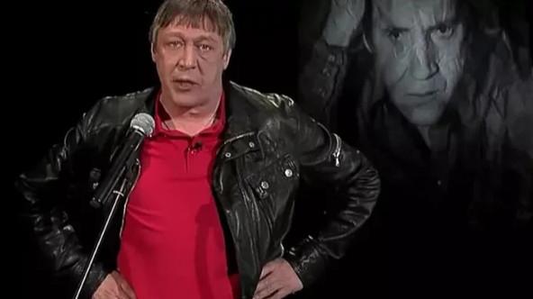 Кадры выступления М. Ефремова с канала GrazhdaninPoet