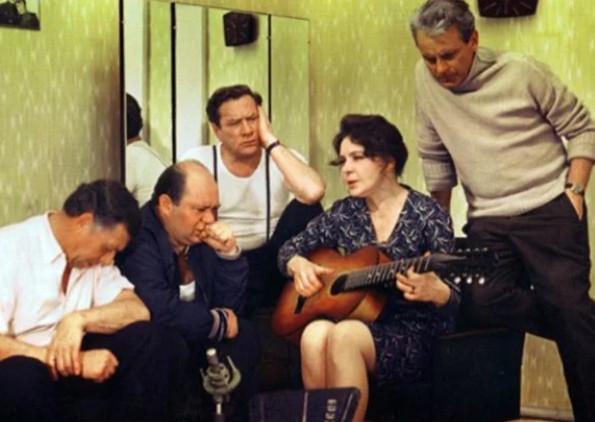 """Кадр из фильма """"Белорусский вокзал"""", СССР, 1970 г."""