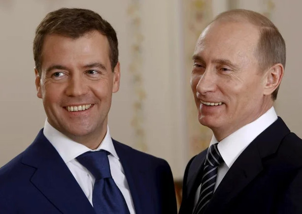 Медведев. Путин. Фото
